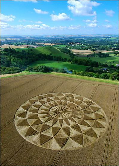 Круги на полях - термин, обозначающий рисунки в виде колец, кругов и...